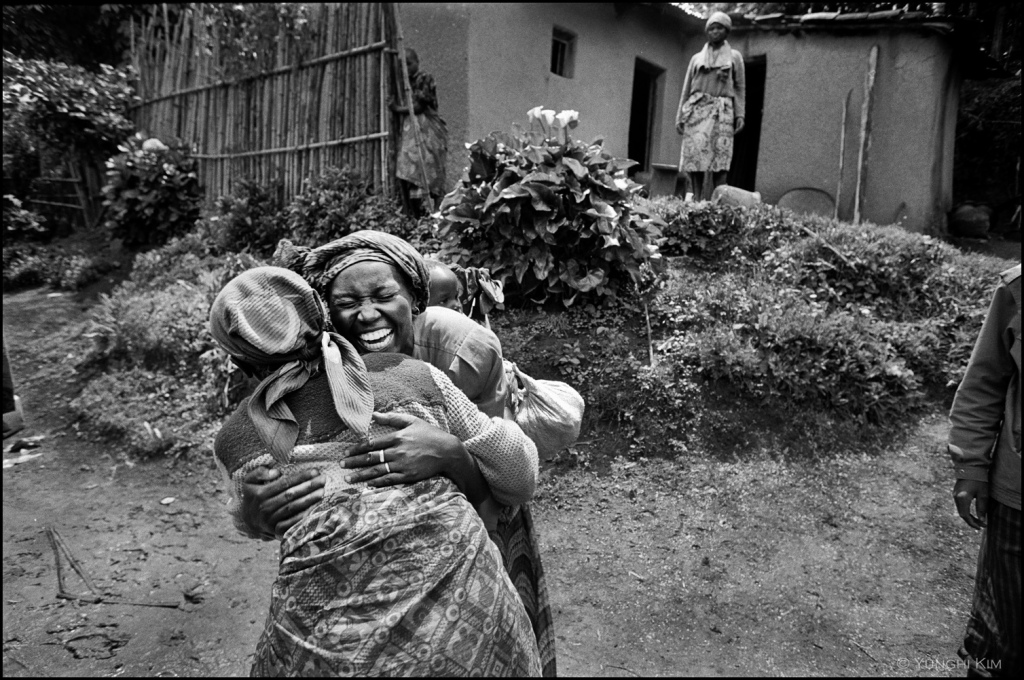 Photo by Yunghi Kim 1996. Rwandan Refugees.